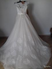 Красивое свадебное платье и фата